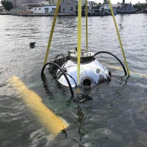 「載人入艙」潛行成功! 中山大學全國首艘迷你潛艇高雄港下水